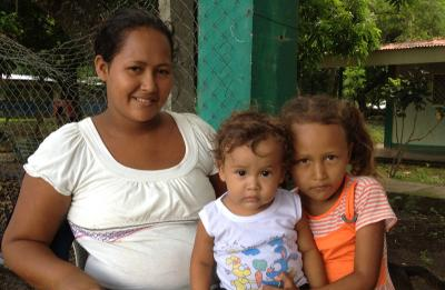 Mother and her children in the community of Trohilo